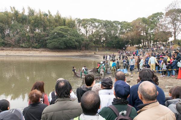 池の水全部抜く-18012062