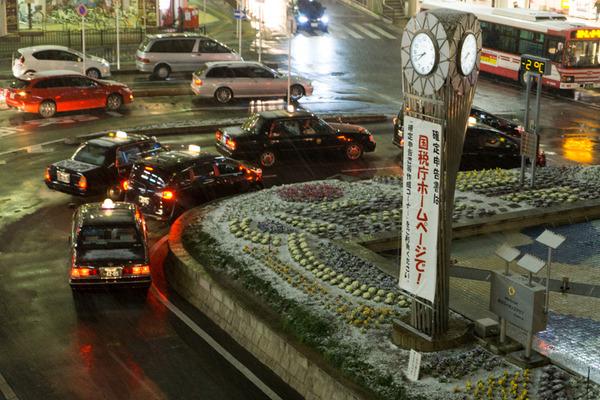 枚方市駅の雪-13