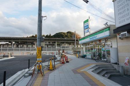 長尾駅前広場131228-03