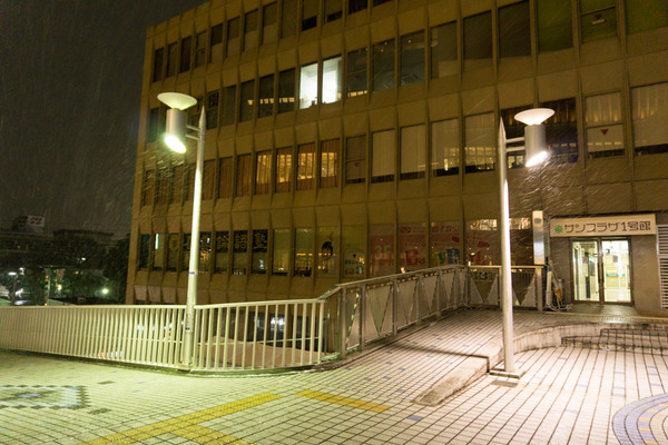 枚方市駅の雪-4