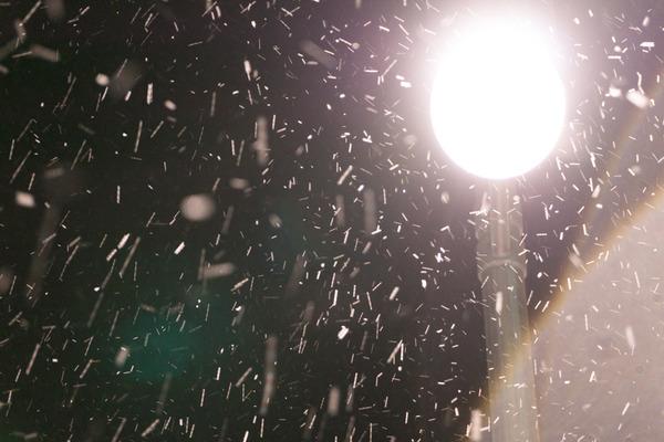 枚方市駅の雪-15