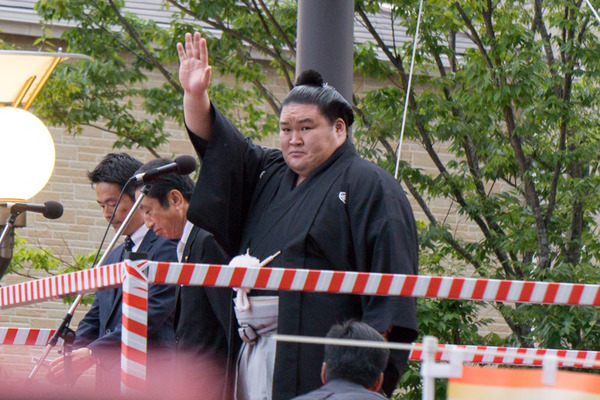 豪栄道優勝祝賀パレード-3