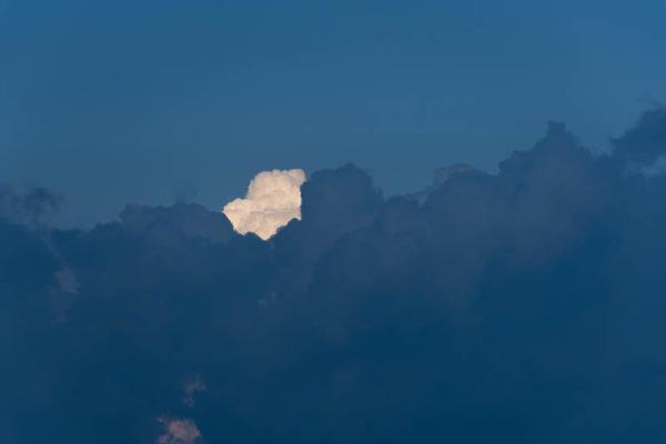 雲-1907242