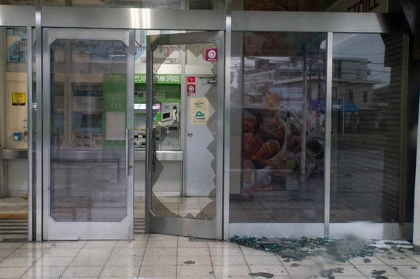 窓ガラス-1809044