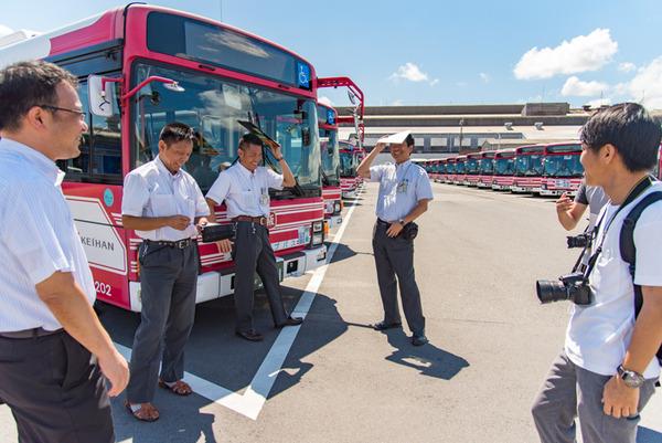 京阪バス-448