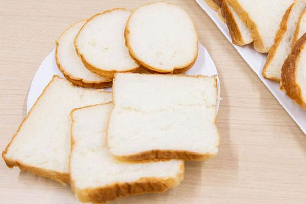 食パン2つ