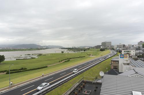 台風11号・淀川-1