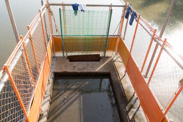 池の水全部抜く-18012041