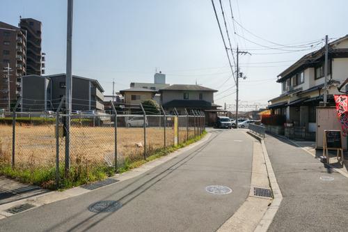 津田駅前-1303192