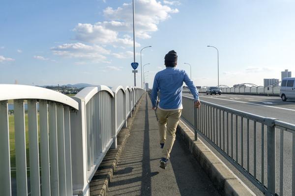 枚方大橋スキップ