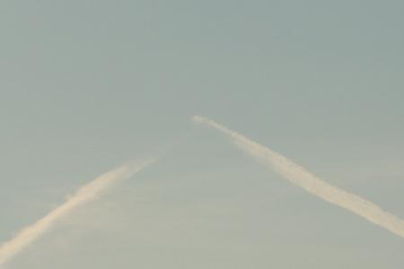 ひこうき雲131205-01