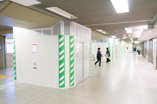 枚方市駅東改札口-1411203