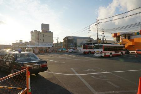 長尾駅前広場131228-28