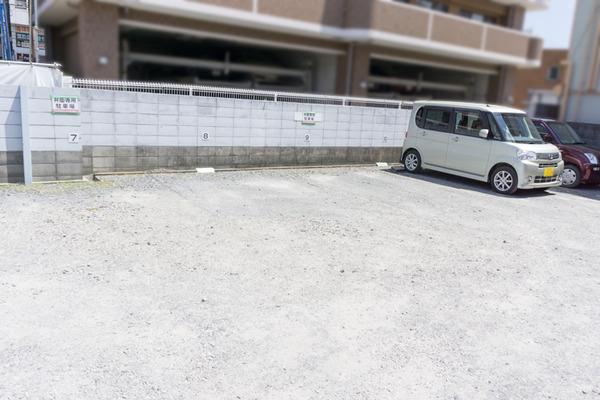 弁慶楠葉並木店駐車場-2