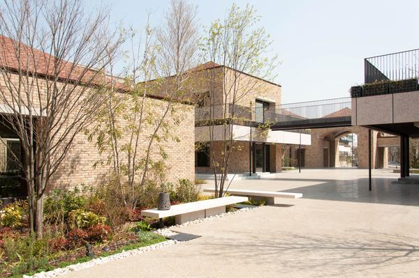 関西外大中庭-1803297