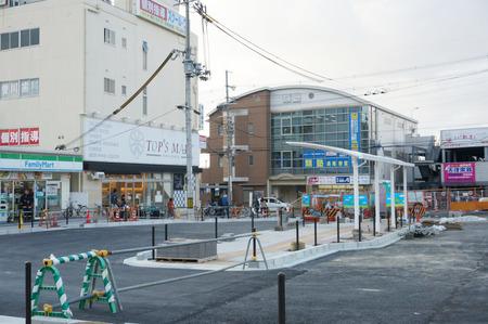 長尾駅前広場131228-16