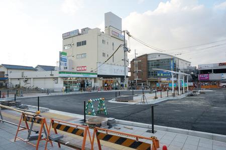長尾駅前広場131228-15