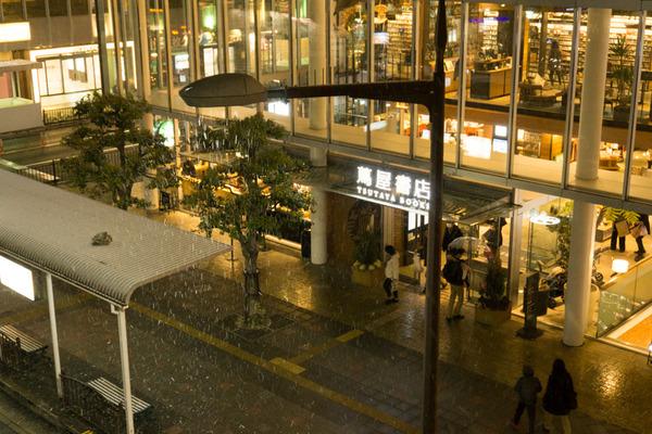 枚方市駅の雪-10