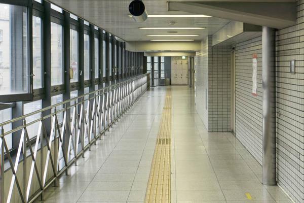 階段と通路2-1710021