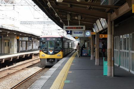 120423牧野駅8000系01