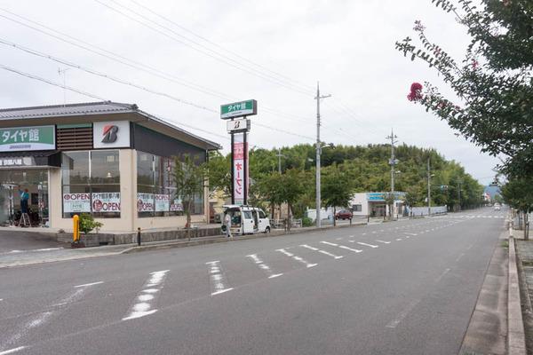 洞ヶ峠の近くに「タイヤ館」って自動車用品店つくってる。10月 ...