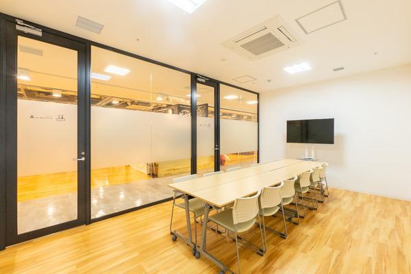 大阪・枚方市のレンタルスペース ビィーゴのイベント・講演にオススメの貸し会議室・ミーティングルーム