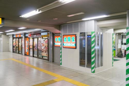 枚方市駅東改札口-1411206