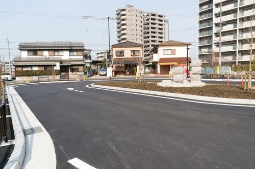 津田駅前-15031304