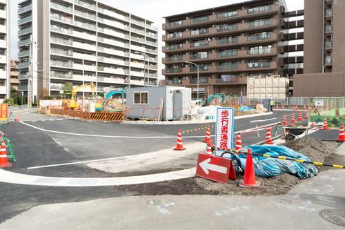 津田駅前-1411128