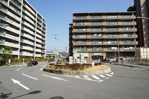 津田駅前-1303191