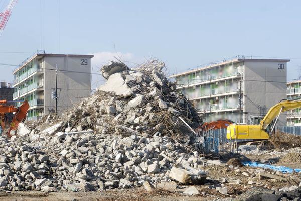 瓦礫-1701104
