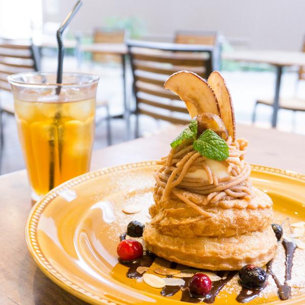 「UZU」の『モンブラン アップルパイ』〜食べ方レクチャー付〜【ひらつーグルメ】