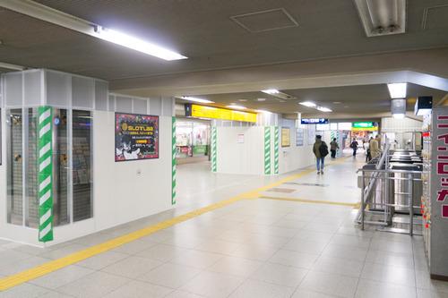 枚方市駅東改札口-1411207