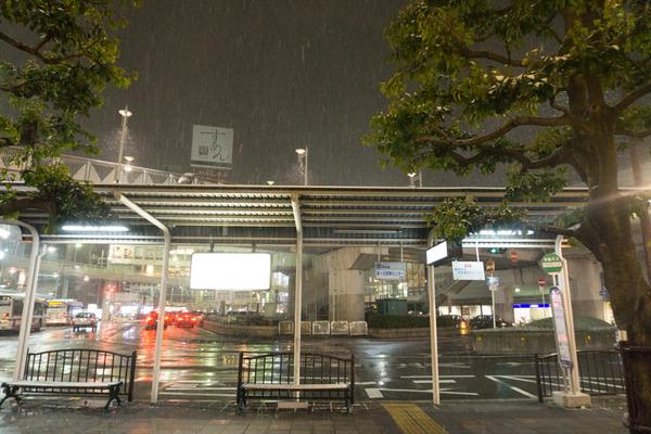 枚方市駅の雪-24