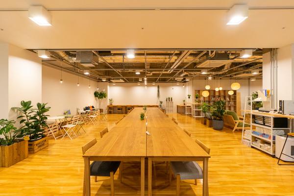 大阪・枚方市のコワーキングスペース ビィーゴの勉強仕事にオススメなオープンスペース