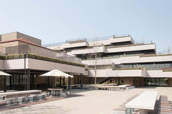 関西外大中庭-18032913