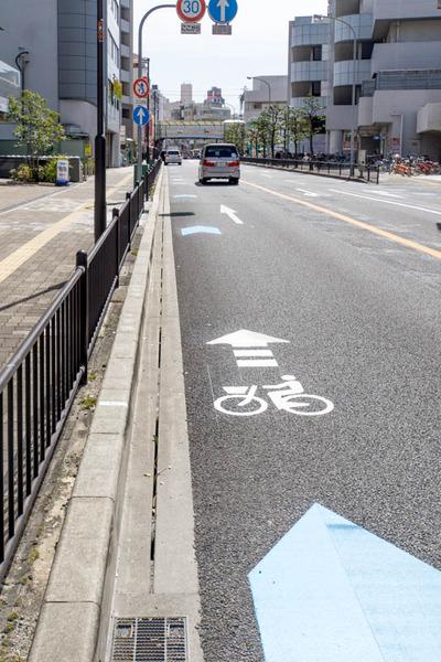 自転車レーン-1803242
