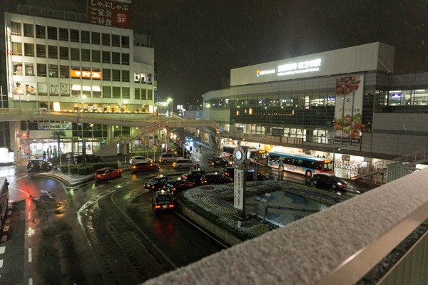 枚方市駅の雪-11