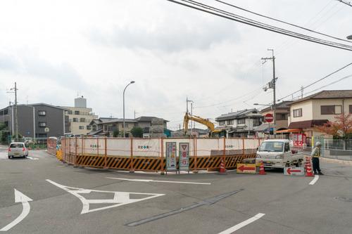 津田駅前-1411124