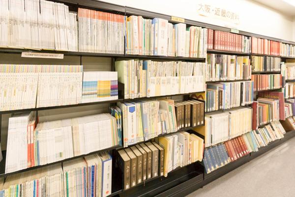 中央図書館-18082228