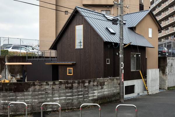 伊加賀西町の中庭式曲り屋