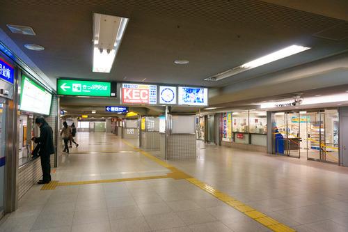 枚方市駅東改札20130221