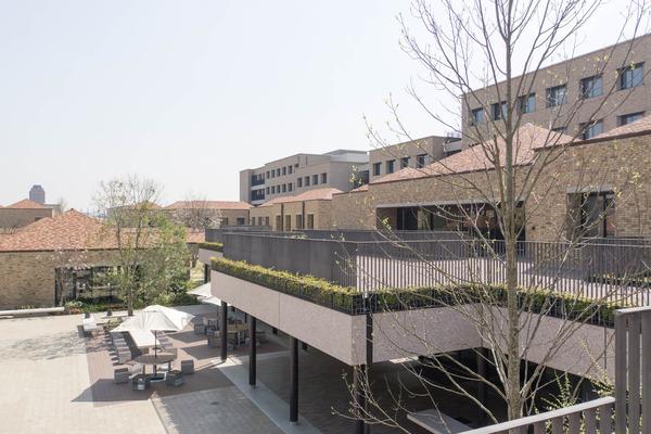 関西外大中庭-18032918