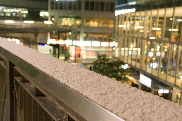 枚方市駅の雪-7