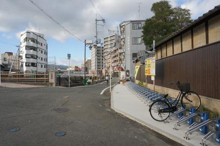 京阪牧野駅前24時間駐輪場131016-09