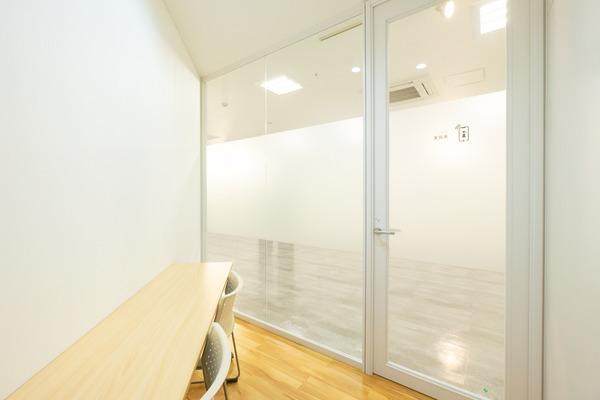大阪・枚方市のコワーキングスペース ビィーゴの通話室