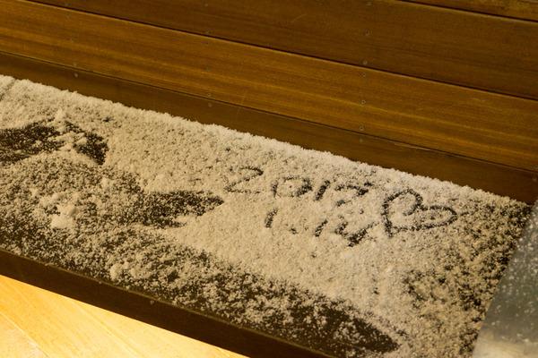 枚方市駅の雪-1