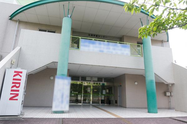 男山市民図書館