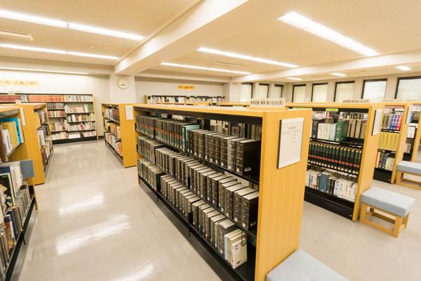 中央図書館-18082229