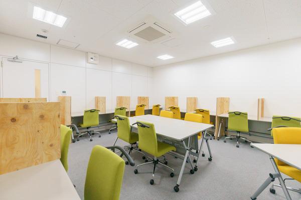 大阪・枚方市のコワーキングスペース ビィーゴの勉強・自習室のサイレントルーム